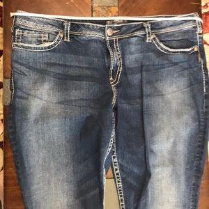 Silver jeans Natsuki Capri size 24 ( runs small)